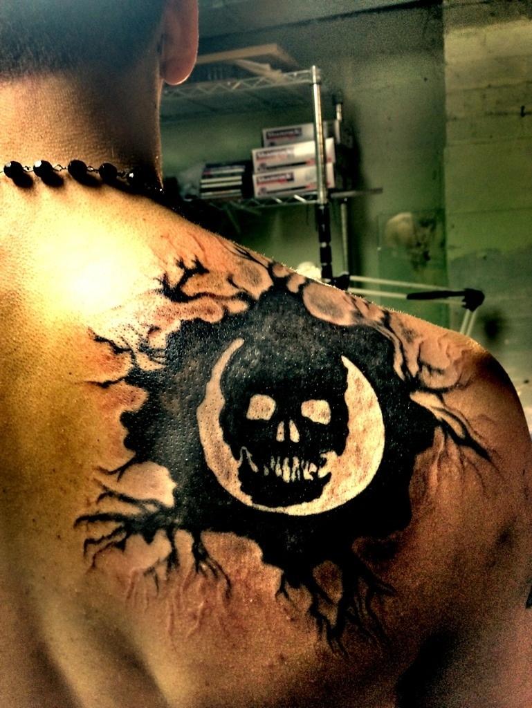 Fan gets Omen Gears of war 3 back Tattoo | GamerBlogTv\'s Blogg Talk